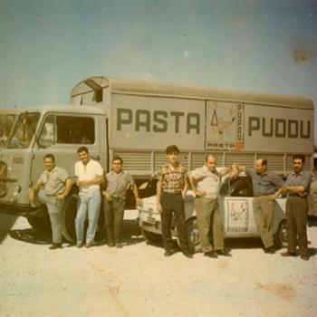 Anni 70. Camion e macchina aziendale.